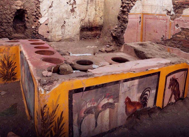 Arkeologlar Napoli'de sokak yemekleri satan 2000 yıllık bir büfe